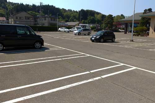 ホテル正面が平面駐車場です